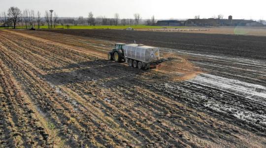 V okolí Kněžmostu je nutno počítat se zvýšenou koncentraci čpavku kvůli aplikaci hnojiva. Ilustrační foto: fotobanka pixabay.com