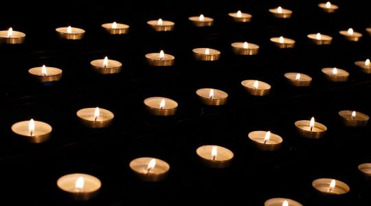 Církev uctí Památku zesnulých bohoslužbami. Ilustrační obrázek: fotobanka pixabay.com
