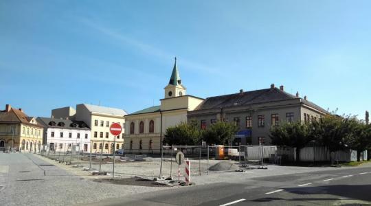 Druhá etapa revitalizace hradišťského náměstí se chýlí ke konci. Foto: Petr Novák (3. 10. 2021)