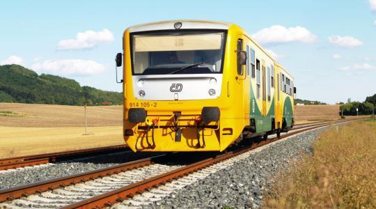 Na některých málo využívaných lokálkách přestanou jezdit vlaky. Je mezi nimi i trať z Bakova do Bousova. Ilustrační foto: Jan Juřena